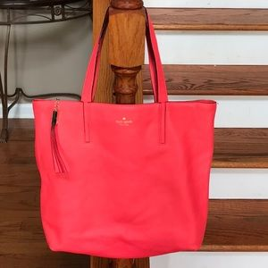 ♠️ Stunning Kate Spade Pebbled leather Coral tote!